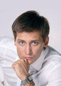 Дмитрий Гудков биография, фото, рост и вес, личная жизнь и его жена 2020