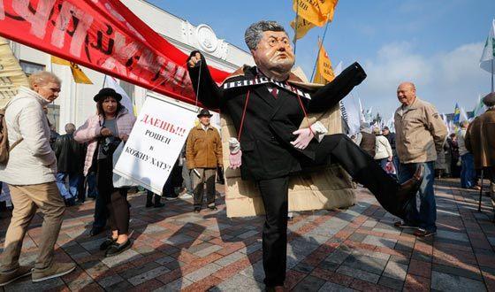 Ukrainian activists demand the resignation of Petro Poroshenko
