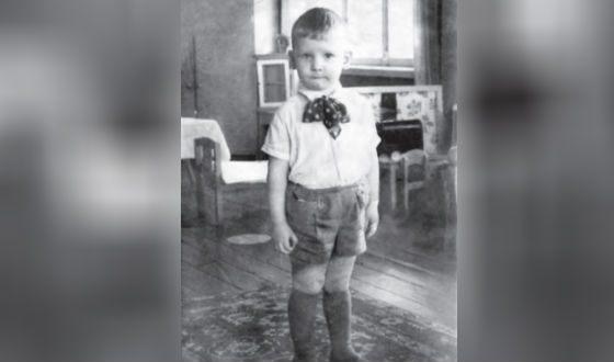 "Children's photo of Alexander Burkov, published in the newspaper ""SR"""