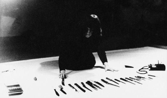 "Marina Abramovich's bloody performance ""Rhythm 10"""