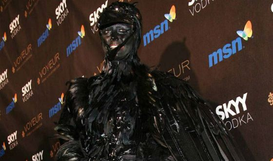 Heidi Klum Halloween 2009: Black Raven