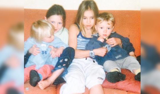 Child photo of Suki Waterhouse with sisters and brother