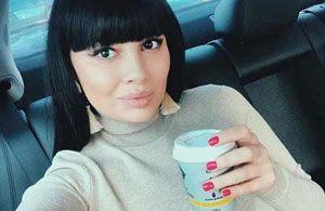 Беременная Нелли Ермолаева продемонстрировала фигуру