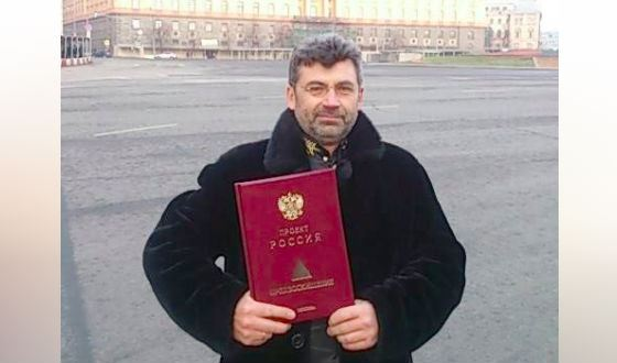 """Alexander Seregin with a signal copy of the fifth volume of the """"Project"""" Russia """""""""""