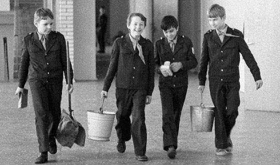 Советских школьников не боялись нагружать физически
