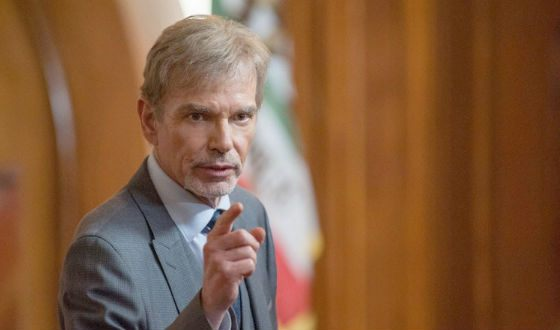 an introduction to the analysis of the character billy bob thornton