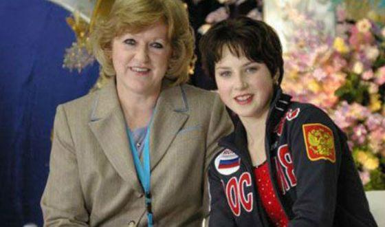 In the photo: Irina Slutskaya and her trainer Zhanna Gromova.