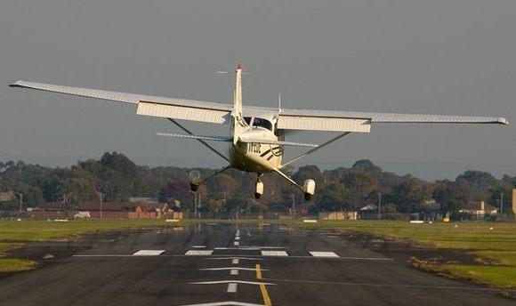 В Мексике садившийся самолет убил любительниц селфи
