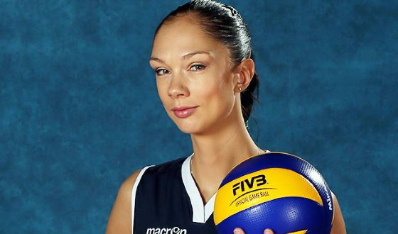 Ekaterina Gamova, 202 cm tall, built a successful career as a volleyball player