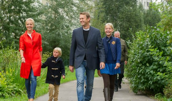 Navalny with his wife and children