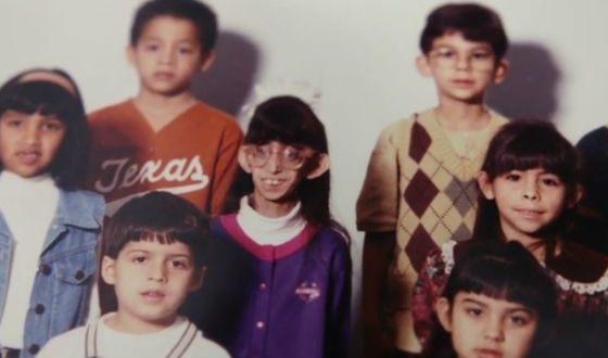 Lizzy Velasquez with classmates