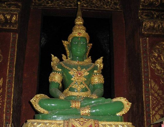 Statue of Buddha Izmazad - the mascot of the dynasty of kings of Thailand