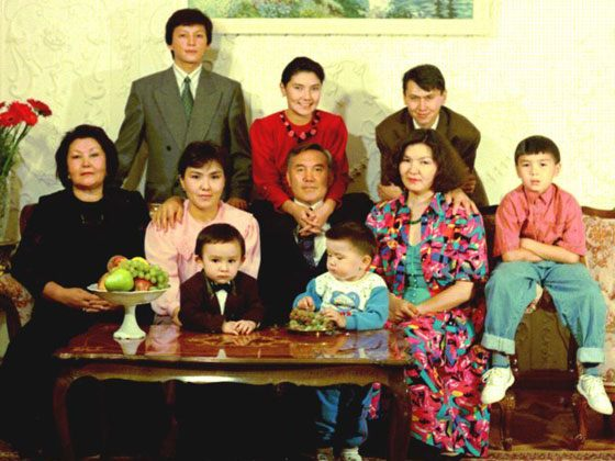 Nursultan Nazarbayev with his daughters and grandchildren