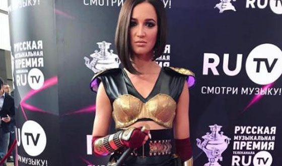 Ольга Бузова сцепилась сКиркоровым напремииRU.TV