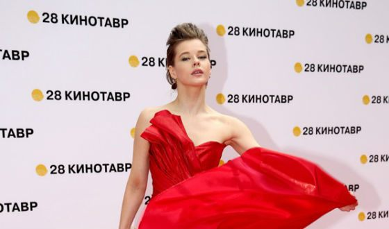 Katerina Spitz became the star of the red carpet at the Kinotavr