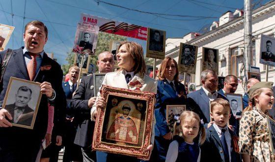 Natalia Poklonskaya with a portrait of Nicholas II