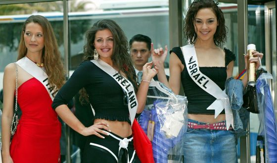 Gal at the Miss Universe contest