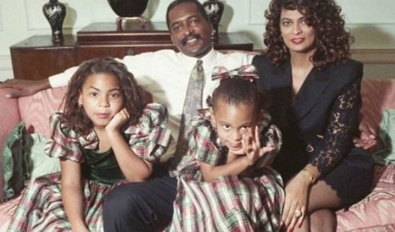 Little Beyonce with her parents and younger sister Solange