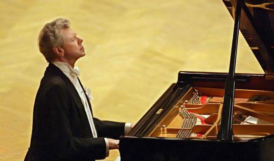 Известный пианист педик