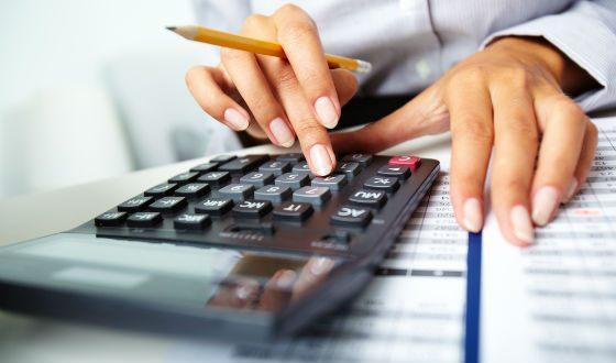 Главный бухгалтер в крупной компании отвечает за все ее финансы