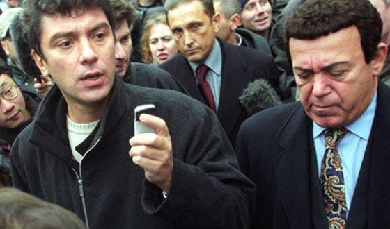 Кобзон и Немцов у Театра на Дубровке, 2002 год