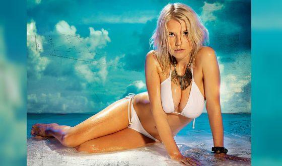 Молодая Татьяна Арно в фотосессии для Maxim