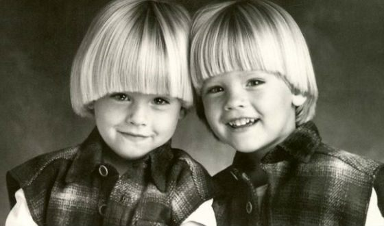Cole Sprouse and his brother Dylan Sprouse in his childhood