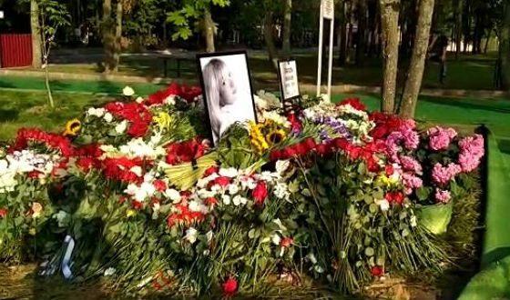 Могила Веры Глаголевой (Троекуровское кладбище, Москва)