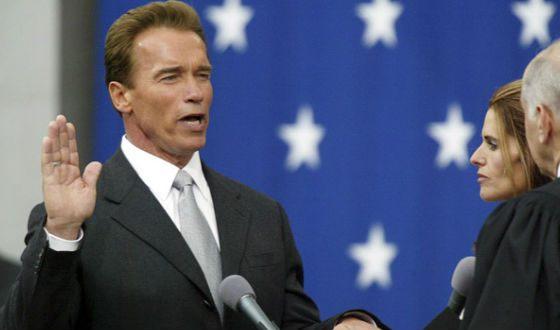 Шварценеггер приносит присягу как новый губернатор Калифорнии
