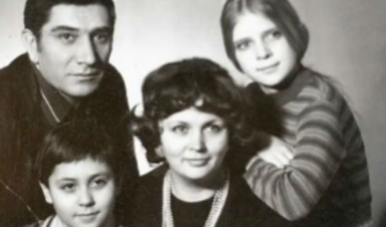 Armen Dzhigarkhanyan with his son Stepan and daughter Lena
