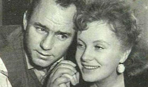 Рыбников хотел, чтобы Тосю сыграла его жена Алла Ларионова (справа)
