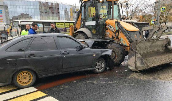 Музыкант Стас Барецкий получил травмы, столкнувшись с трактором
