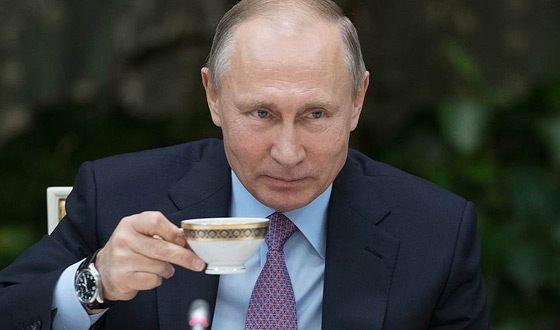 Напресс-конференцию В.Путина охрана непустила девушку сбубном