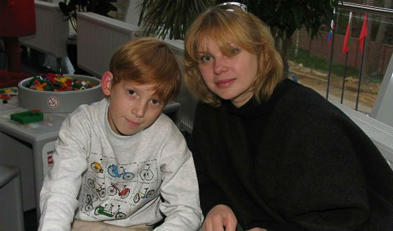Olga Mashnaya with her son Dmitry (2004 photo)