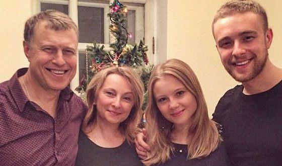 Егор Крид с родителями и сестрой Полиной