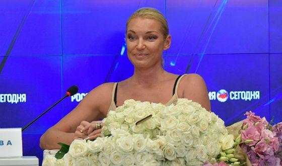 Анастасия Волочкова думает о шикарной свадьбе в столице франции