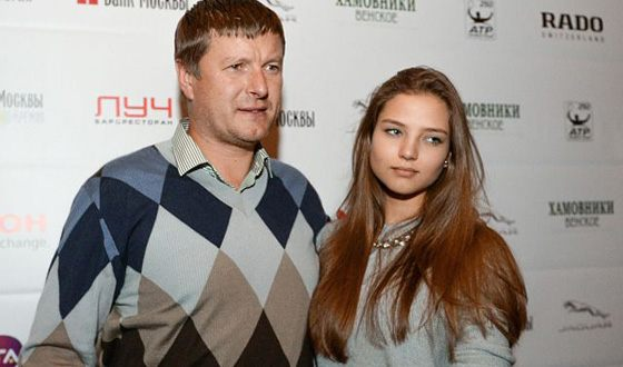 Young chosen one Kafelnikova has already made friends with his daughter
