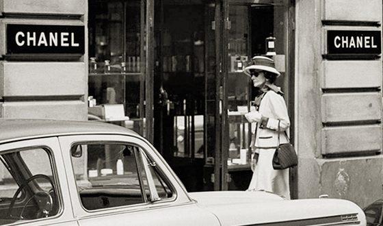 В 1954 году был вновь открыт Дом Шанель в Париже