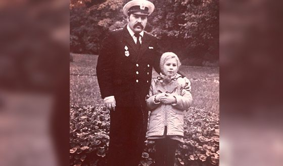 Eva Polna in childhood with her father