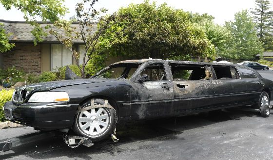 10 старушек спаслись из горящего лимузина