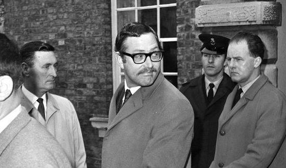 Bruce Reynolds (center)