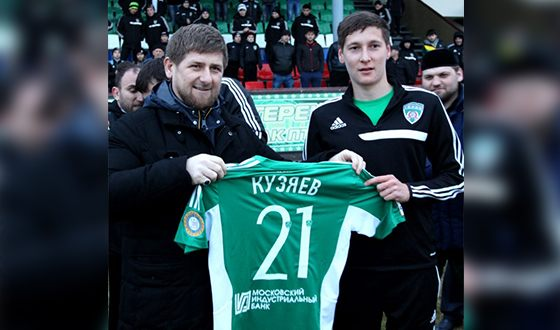 And in 2014 he moved to the Terek of Grozny (in the photo with Ramzan Kadyrov)