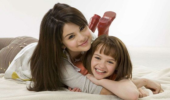 "Joey King and Selena Gomez in the movie ""Ramona and Beezus"""