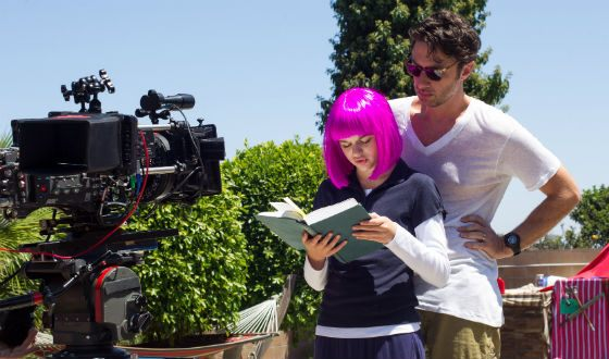 "Joey King and Zach Braff on the set of ""I wish I could be here"""