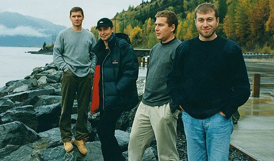 """In the """"dashing 90s"""" Roman Abramovich could become the founder of a number of large corporations."""