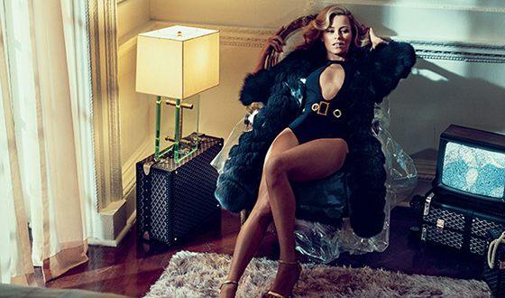 Elizabeth Banks has a stunning figure.