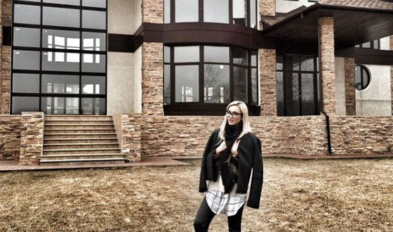 Dmitry Tarasov put up for sale a mansion in which he wanted to live with Buzova