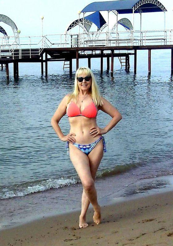 Elena Kondulainen on Issyk-Kul Lake