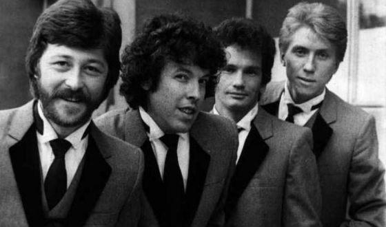 Поначалу музыканты старались походить на группу The Beatles