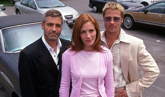 "George Clooney, Brad Pitt and Julia Roberts on the set of the film ""Ocean's Eleven"""